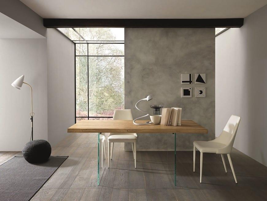Tavolo da pranzo con piano in legno e gambe in vetro idfdesign - Tavoli pranzo design outlet ...