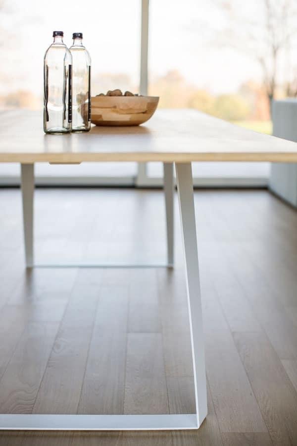 Tavolo moderno con base in lamiera e piano in laminato - Tavolo salone moderno ...