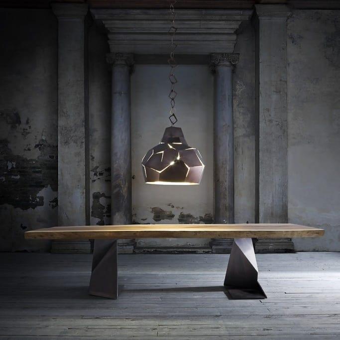 Tavolo in legno massiccio con gambe in ferro idfdesign for Tavoli da pranzo in legno