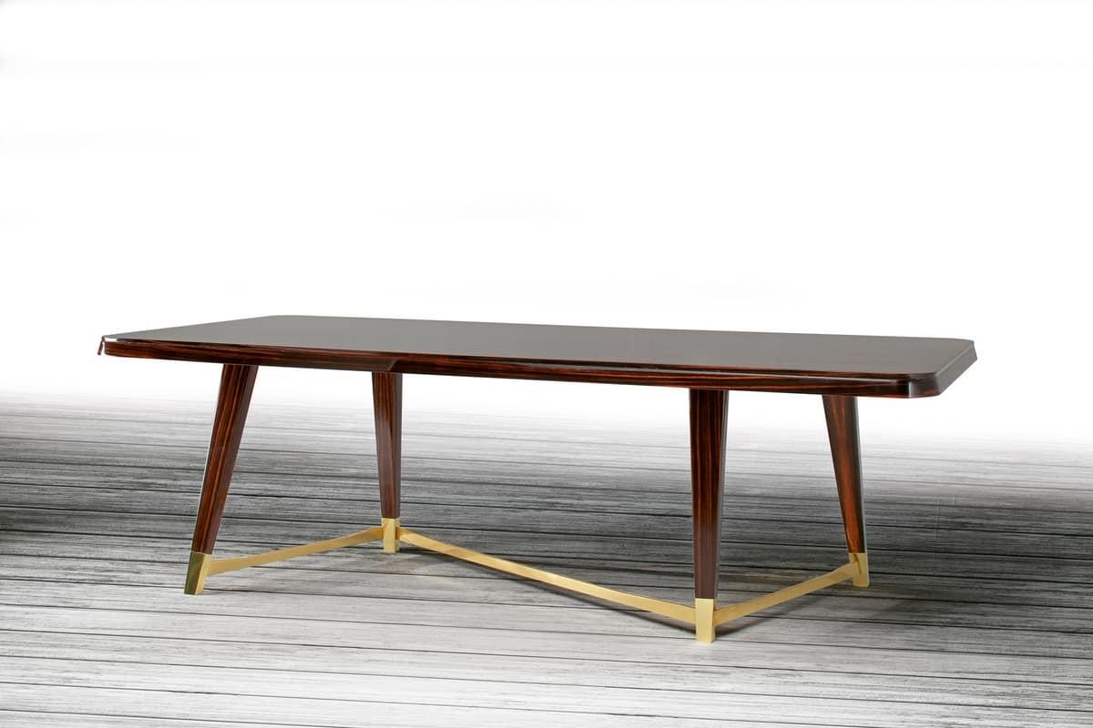 Elegante tavolo in legno per sala da pranzo idfdesign for Tavoli da pranzo in legno