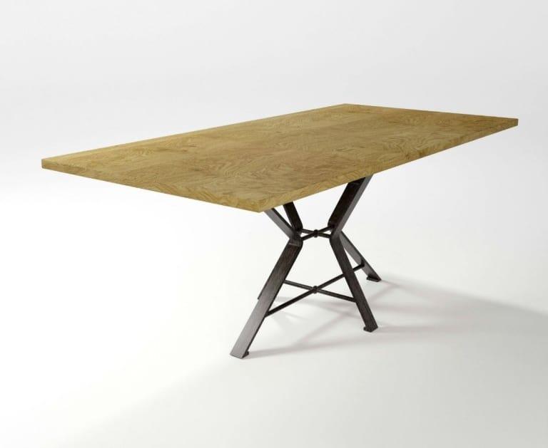 Tavolo con base in ferro forgiato idfdesign