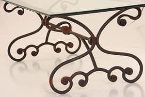 Elodie, Tavolo da esterno in ferro, con piano in vetro