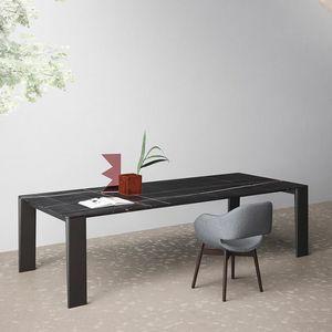 Keel, Tavolo design, gambe in legno, piano sottile, per salotto