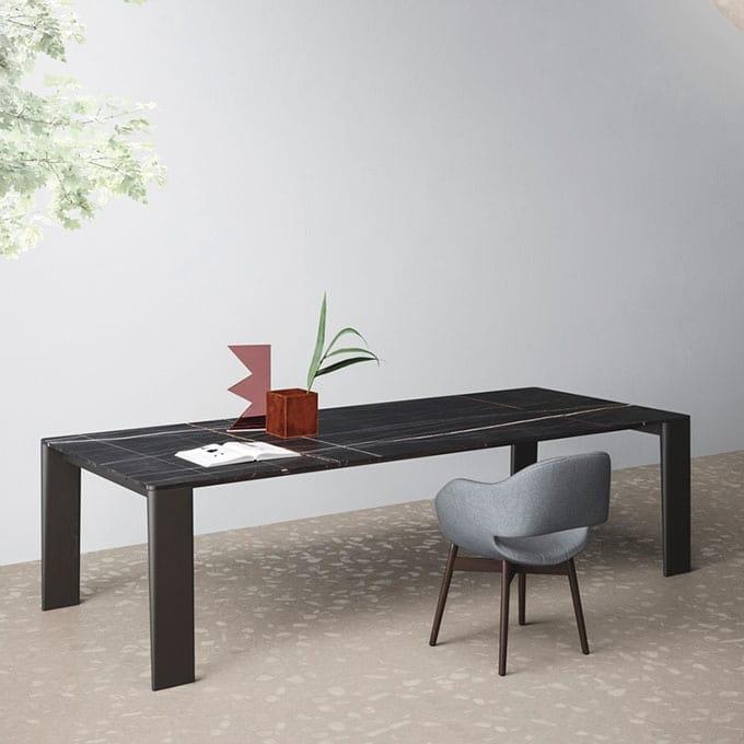 Tavolo design, gambe in legno, piano sottile, per salotto | IDFdesign