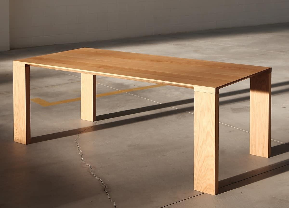 Tavolo da pranzo in legno massello robusto ed essenziale for Tavoli contemporaneo design
