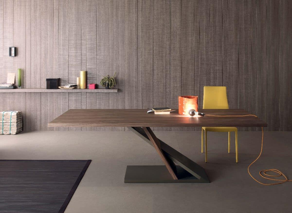 Tavolo design in metallo impiallacciato per cucina for Tavolo in legno design