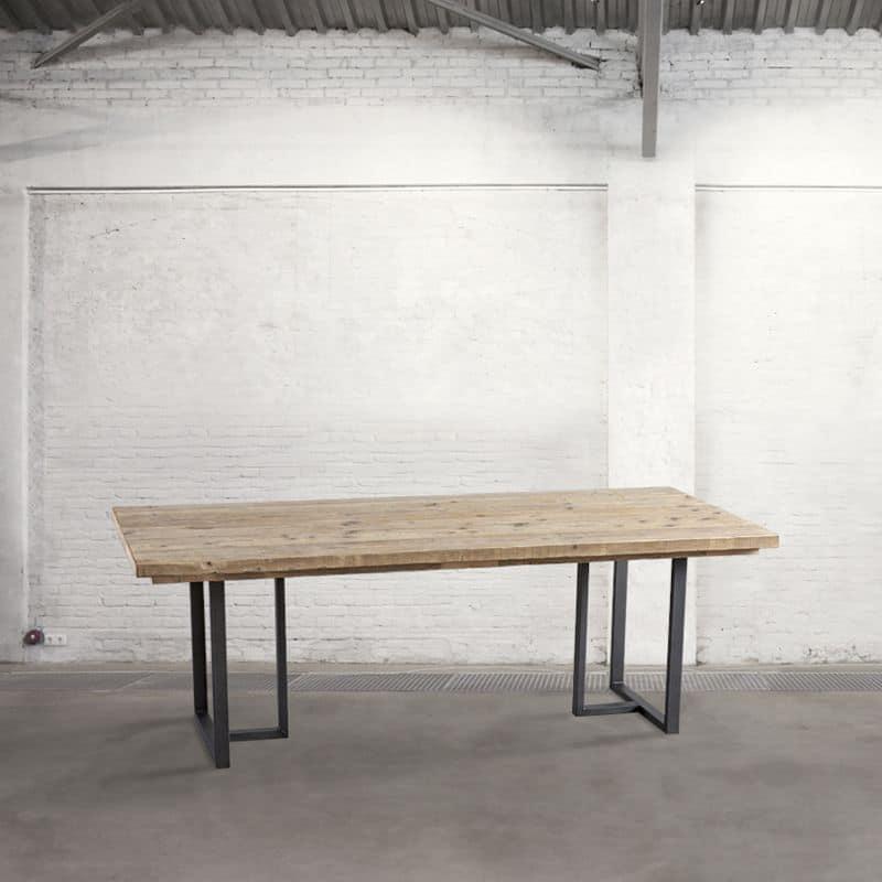 Prodotti simili a: Tavolo con piano in legno riciclato ideale per loft