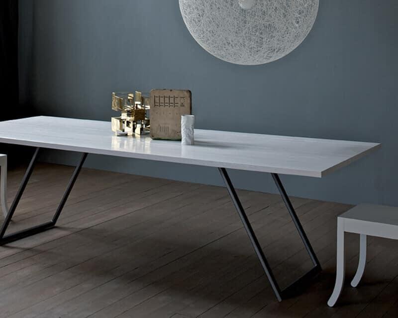 Tavolo da pranzo per soggiorno legno massello idfdesign for Tavolo legno soggiorno