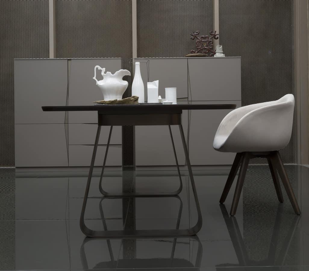 MUN, Tavolo essenziale, spigoli arrotondati, con base in metallo