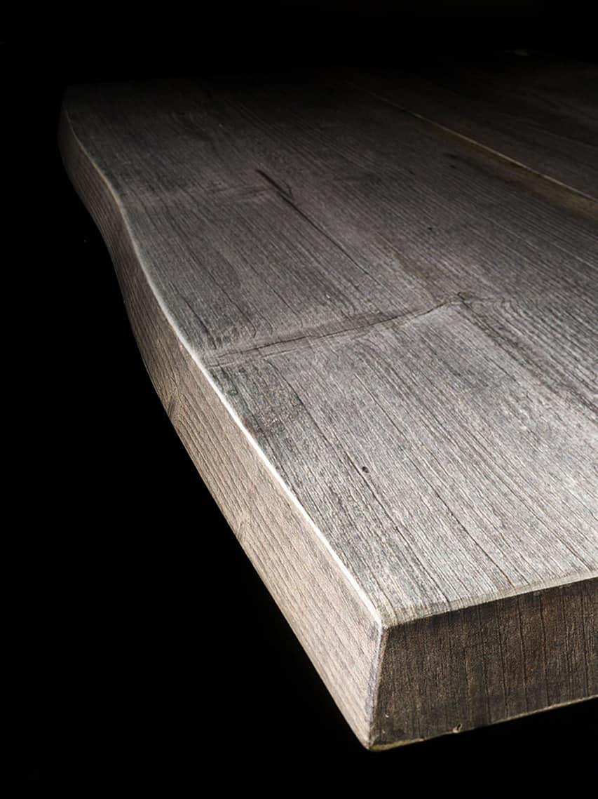 Tavolo rustico in legno massiccio base in metallo idfdesign for Tavolo rustico legno