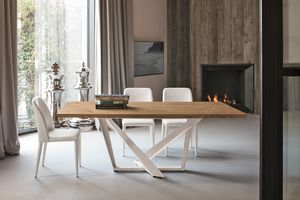 PRIAMO TP157, Tavolo con elegante base decorativa