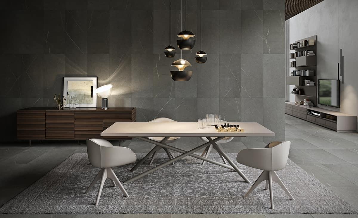 Tavolo da pranzo con piano in legno gambe in tubolare for Tavoli da pranzo in legno