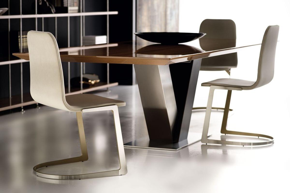 Totò, Tavolo da pranzo con base in acciaio e piano in legno