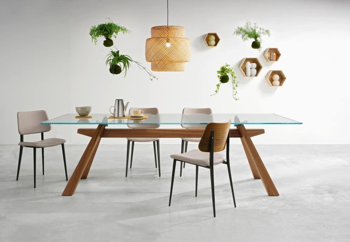 tavolo da pranzo con struttura in legno e piano in vetro