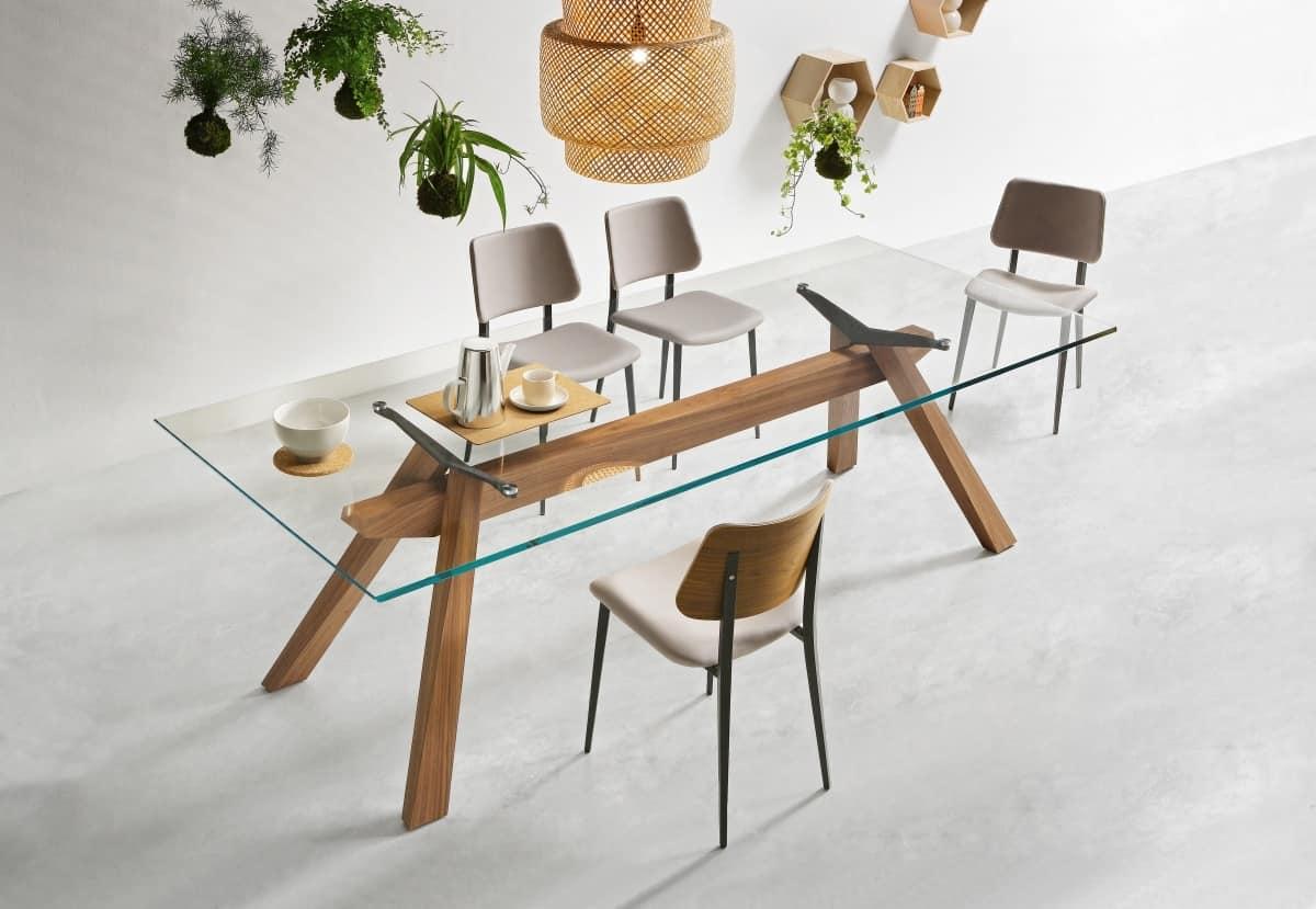 Tavolo da pranzo con struttura in legno e piano in vetro for Tavoli da pranzo in legno