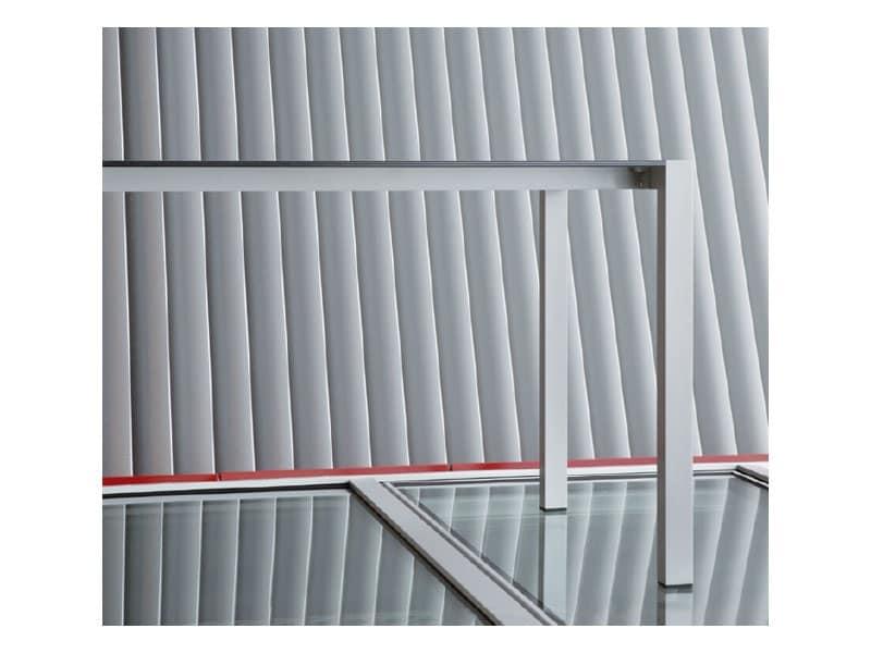 Space cod. 103, Tavolo durevole in alluminio anodizzato, per bar e alberghi