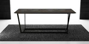 Ben, Tavolo con base in metallo verniciato, piano in laminato