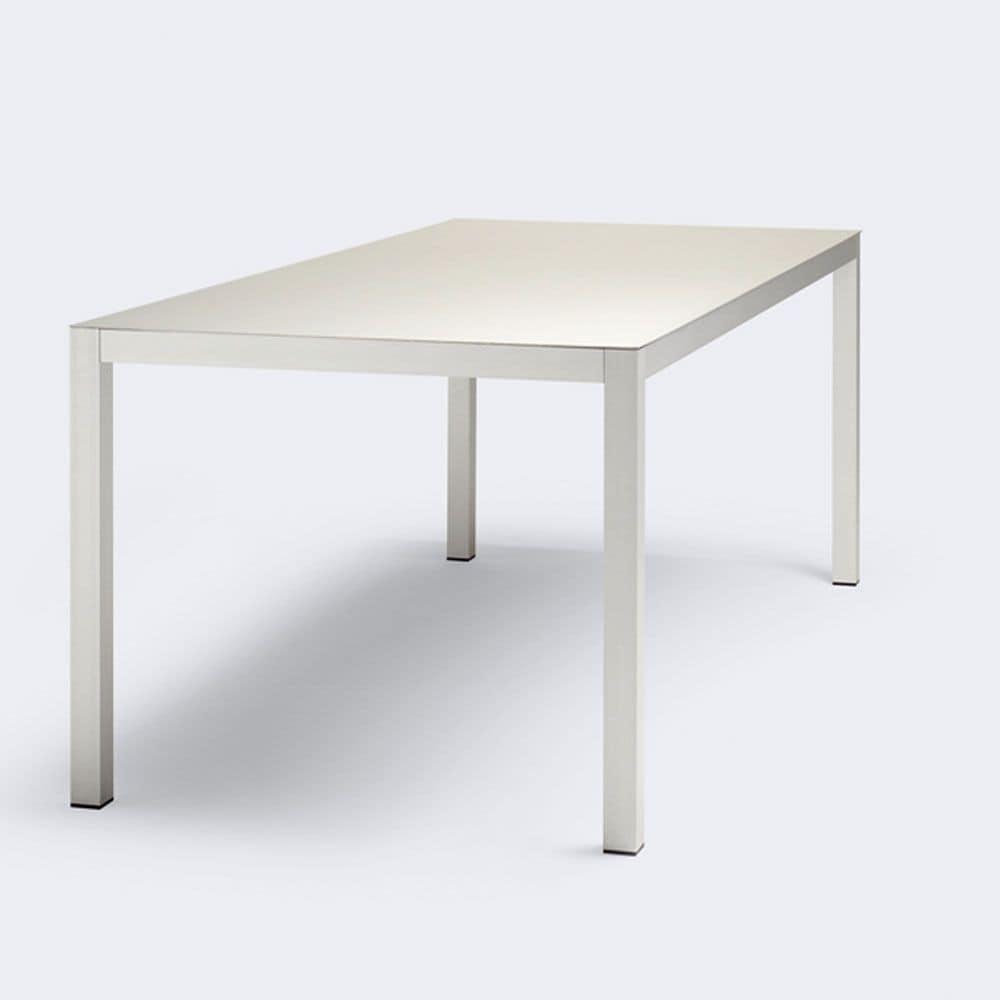 Tavolo dalle linee pulite realizzato in alluminio for Tavolo in alluminio