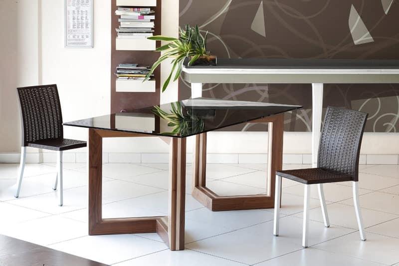 Tavolo in legno con piano in vetro, per Sale da pranzo ...