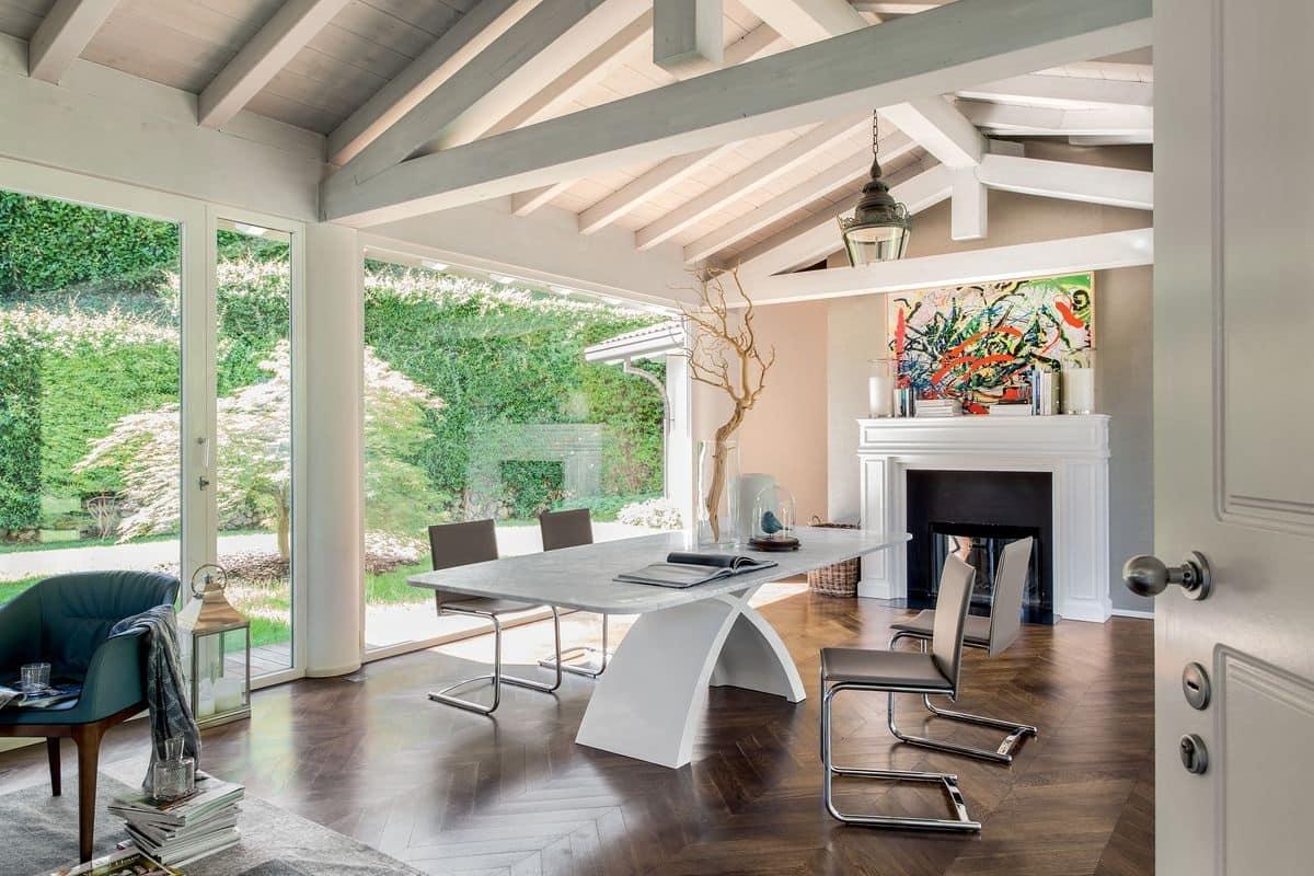 Tavolo con ripiano in legno base in agglomerato di marmo for Tavoli in cristallo