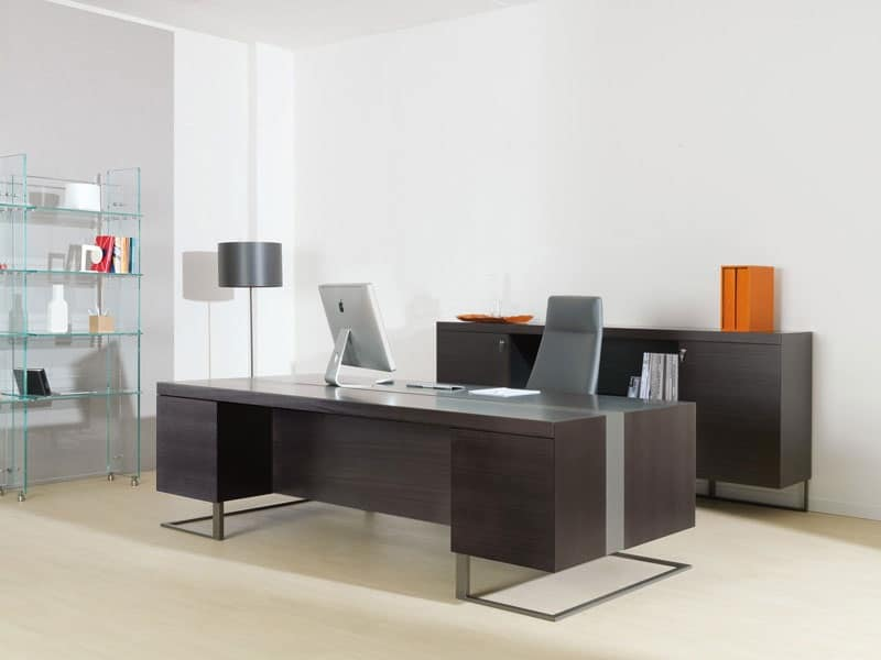 Scrivania grande legno e metallo ideale per ufficio for Ufficio direzionale design