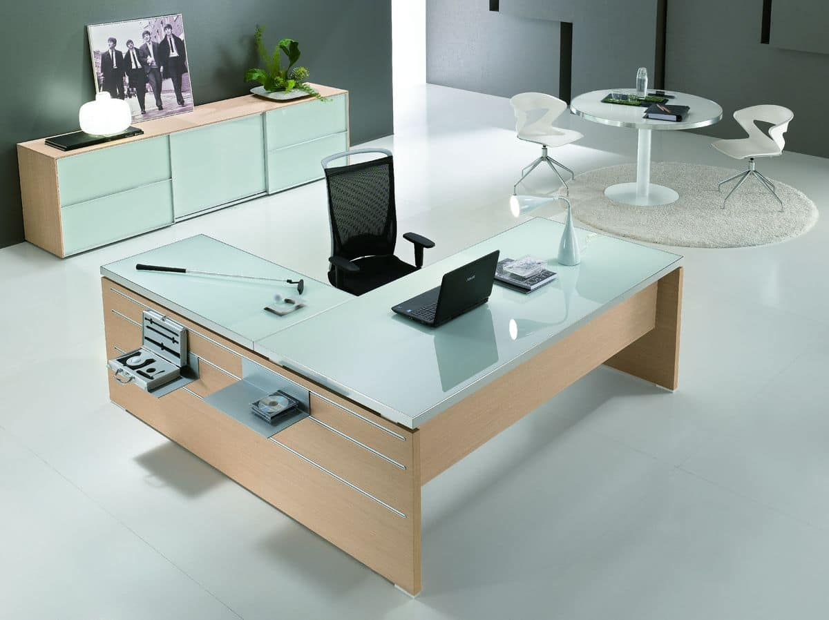 Tavolo con piano in vetro ideale per ufficio direzionale for Design ufficio scrivania