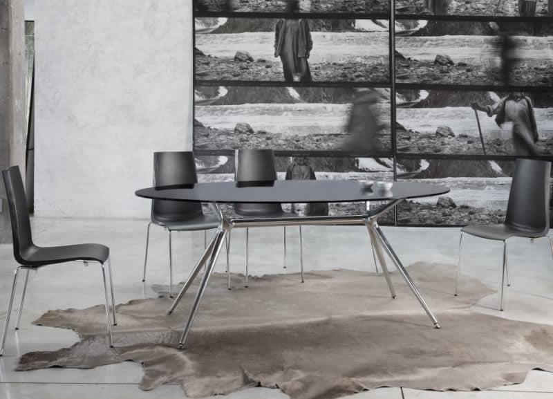 Metropolis 112x150cm, Tavolo in metallo con piano in vetro ovale, diverse finiture