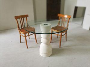 Oso tavolo, Tavolo da pranzo con base in pietra e piano in cristallo