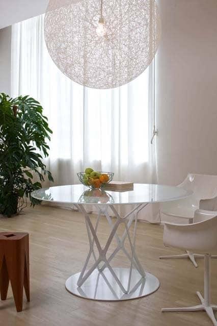 Tavolo design piano in vetro per sala da pranzo idfdesign for Sala da pranzo design