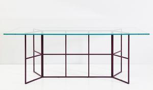 Frame, Tavolo con base in tubolare di ferro