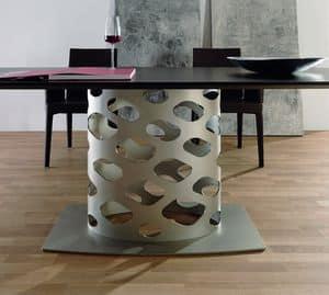 Wk, Tavolo con base in metallo con forma originale