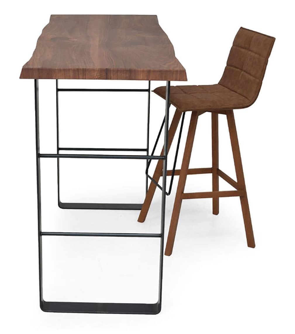tavolo alto con base in metallo e piano in legno
