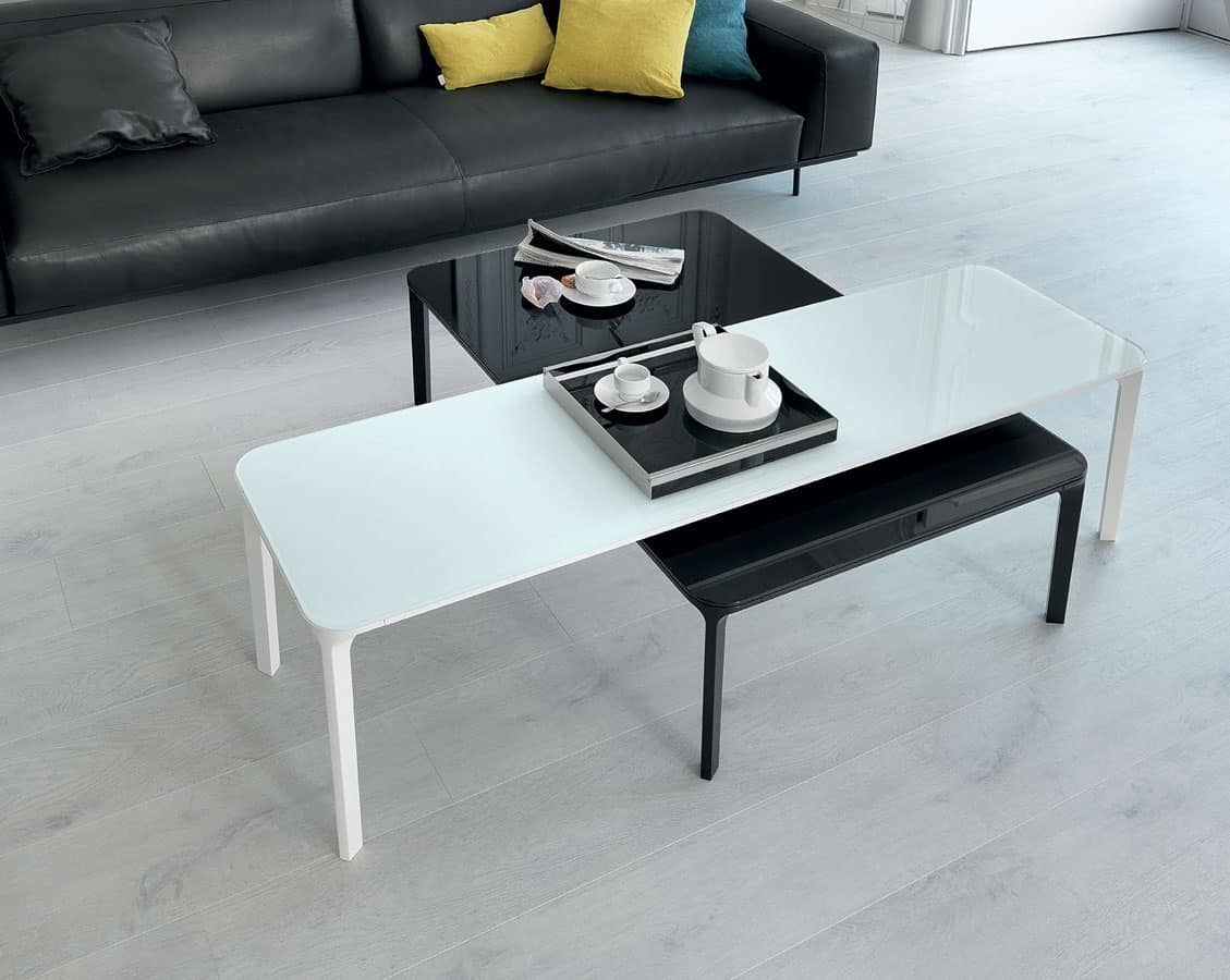 Tavolini dal design essenziale in vetro per salotto for Tavolini vetro