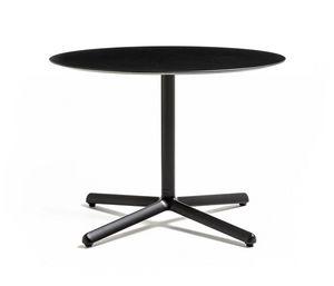 Clivo 38, Tavolino con base in metallo