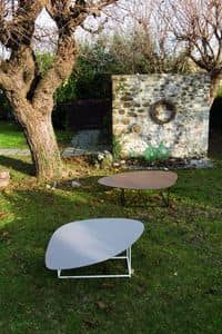 ORBITA tavolino, Tavolino con piano triangolare e base quadrata