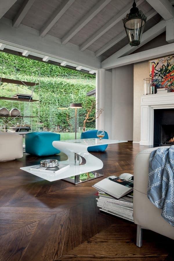 PAVONES, Tavolino moderno in vetro curvato, base in metallo