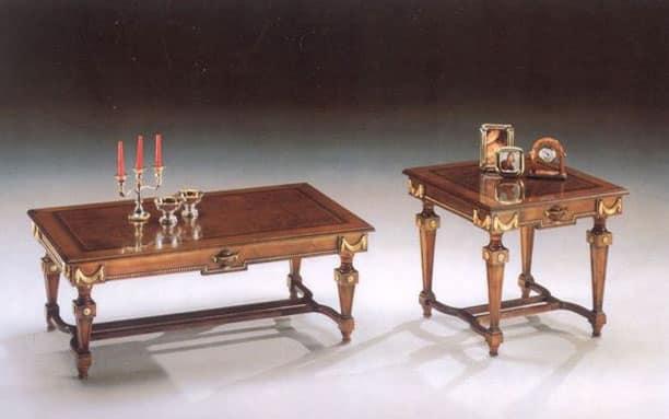 2820 TAVOLINO, Tavolino in legno dalle linee classiche, finiture foglia oro