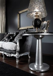 715 TAVOLINO, Tavolino classico con piano in cristallo nero