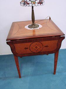Art. 130, Tavolino allungabile, con piano intarsiato