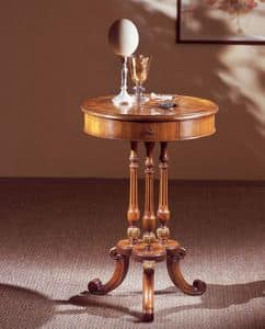 Art. 210, Tavolino in stile, piano tondo, con cassetto, in legno di noce