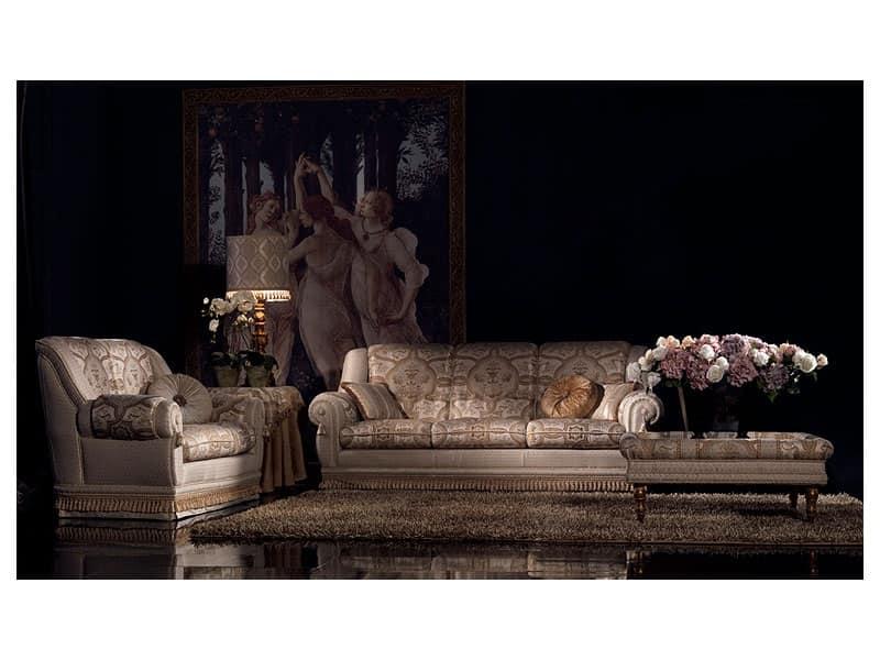 Tavolino basso con gambe decorate per ufficio classico for Divani con gambe