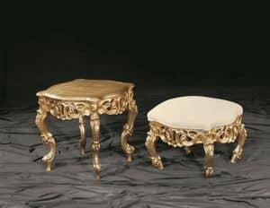 Finlandia oro, Tavolino in stile barocco con struttura in legno di faggio