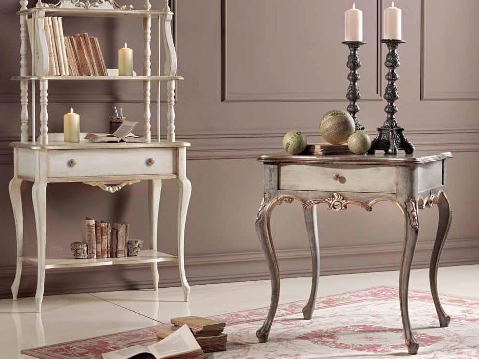 Loris tavolino, Tavolino classico con cassetto ed intagli