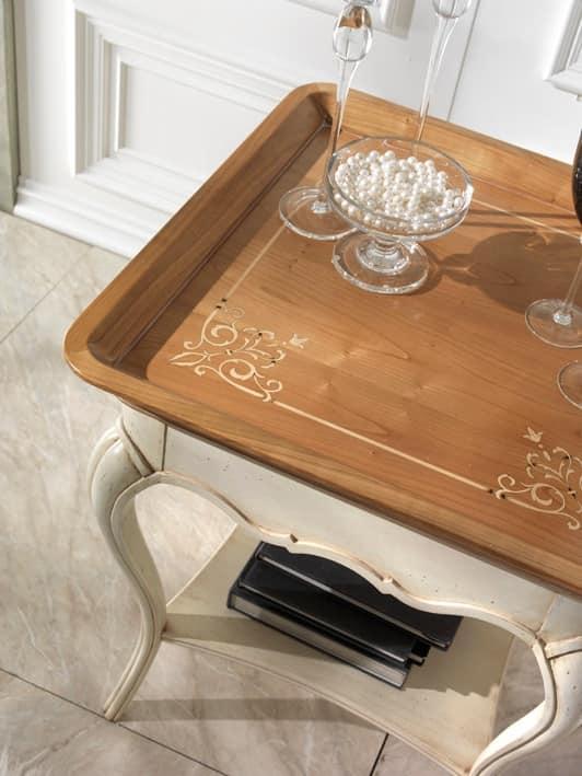 M 507 B, Tavolino quadrato in ciliegio, con intagli, classico