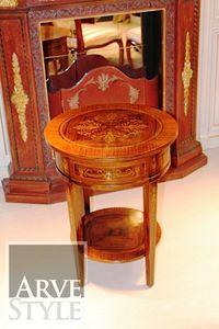 Mary tavolino, Tavolino tondo con intarsio in bois de rose