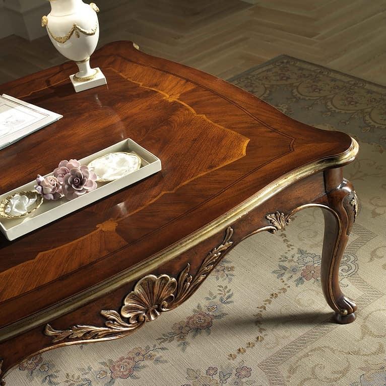 P 501, Tavolino quadrato in noce, intagliato, dettagli foglia oro