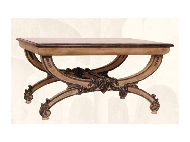 Tavolino art. 308, Tavolino con piano in legno intagliato a mano