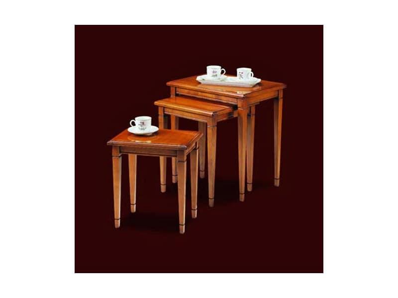 Tris di tavolini in legno di ciliegio realizzati a mano for Arredamento classico lusso