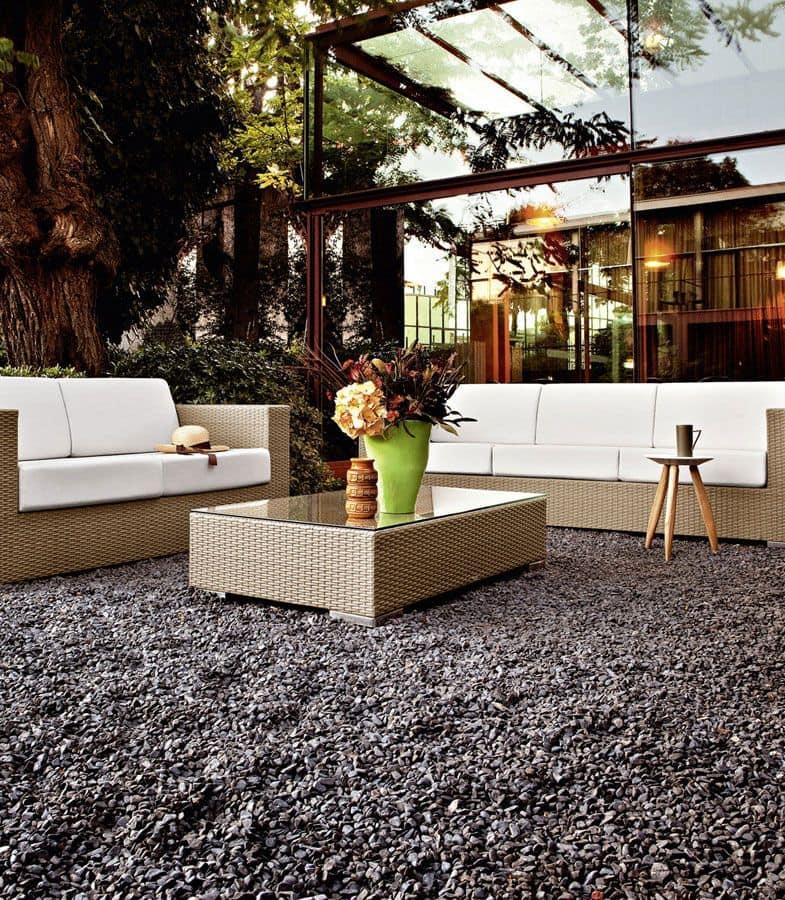 Tavolino intrecciato con piano in vetro per giardini e for Tavolini esterni