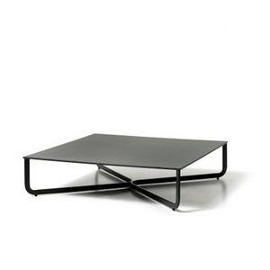 XL, Tavolino basso in tubo metallico, piano in legno laccato
